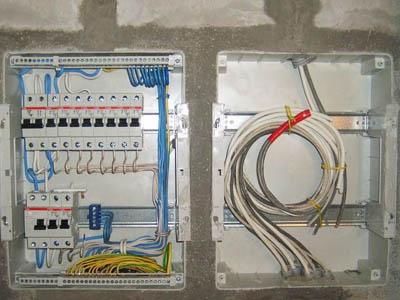 прокладка кабелей и проводов питания на провододержателях